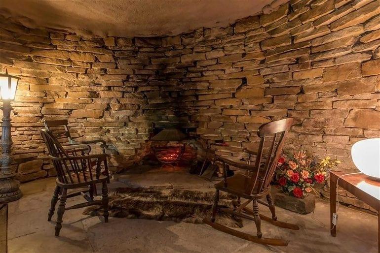 Luxury Hobbit Hole Peat Fire 770x514 - Casa Underhill – luxul mascat de natură