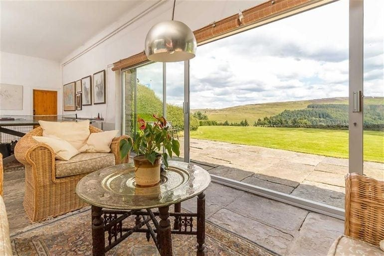 aaaaaa 1 770x514 - Casa Underhill – luxul mascat de natură