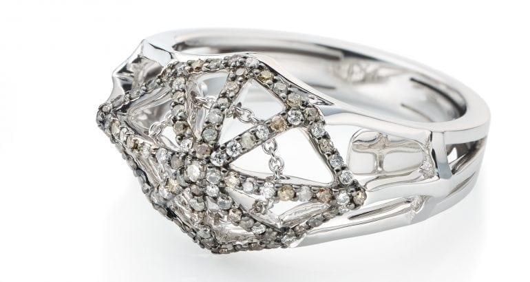 Vieri The cobweb ring small front200dpi e1484567995601 770x410 - Introspecție în universul creativ al lui Bibi van der Velden