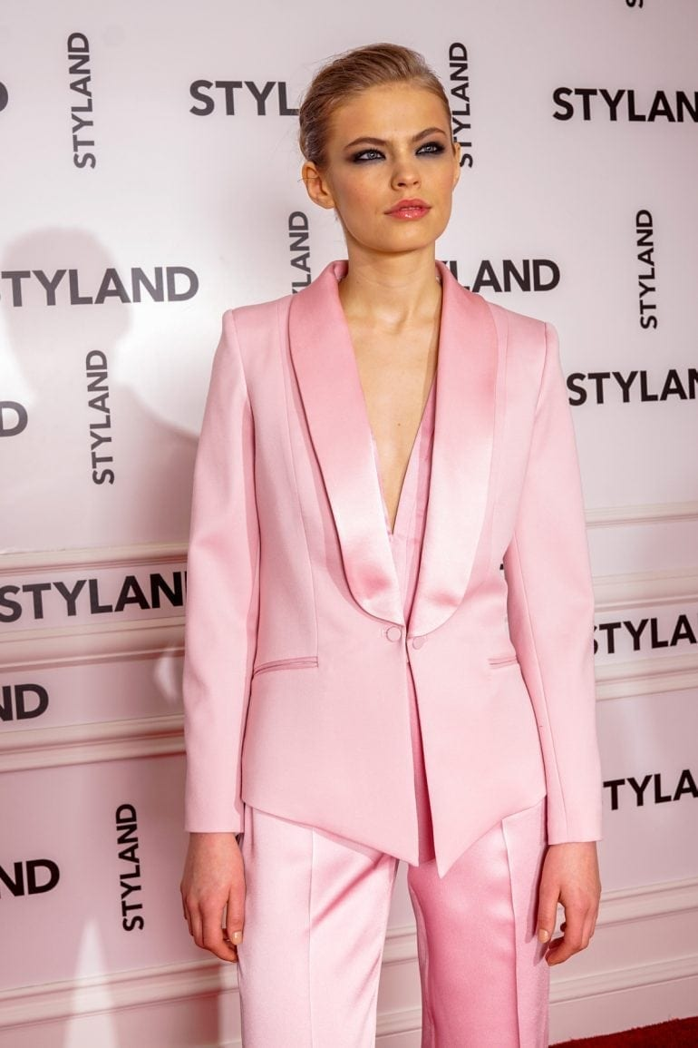 "STYLAND Rose 770x1155 - Katy Perry poartă creațiile românești STYLAND pe coperta noului său single, ""Chained to the Rhythm"""