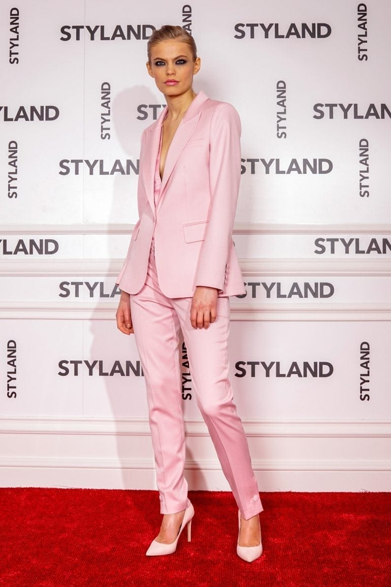"STYLAND rose 2 770x1155 - Katy Perry poartă creațiile românești STYLAND pe coperta noului său single, ""Chained to the Rhythm"""