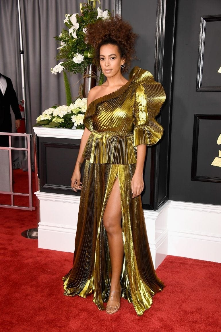 Solange Knowles Gold Dress Grammys 2017 770x1155 - Spectacol inedit la galele Premiilor Grammy 2017