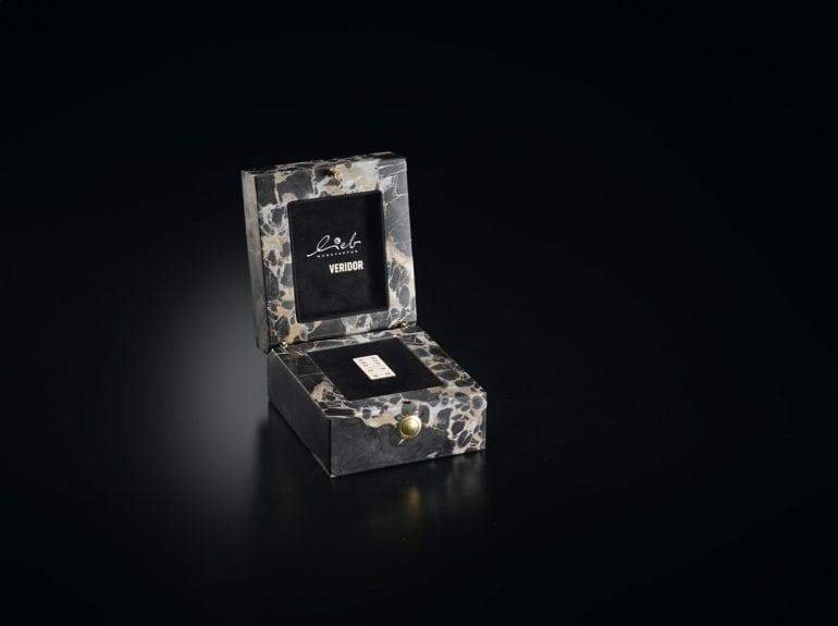26003007 620x465@x2 770x575 - Cel mai prețios set de domino cu diamante din lume