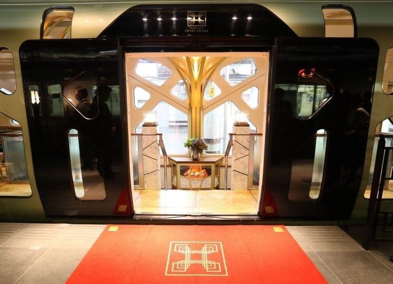 GettyImages 676886358 770x557 - Shiki-Shima Cel mai luxos tren din Japonia