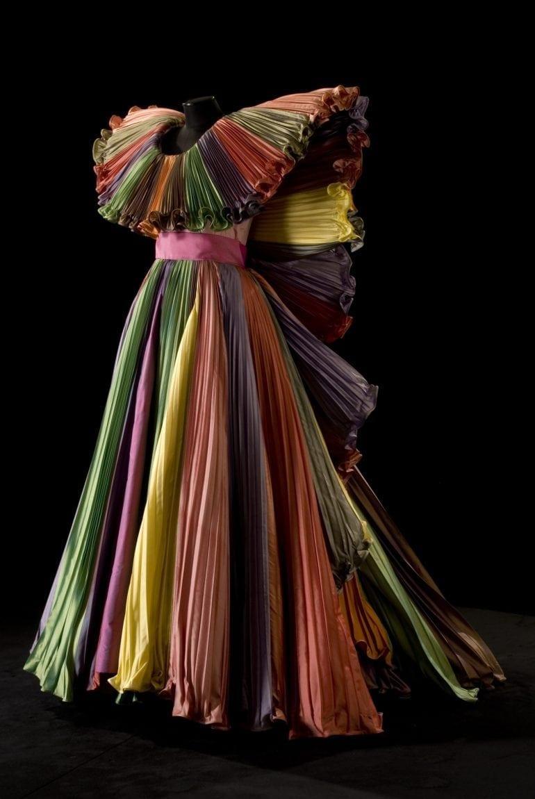 Rochia tribut Victor Vasarely creată de Roberto Capucci 770x1150 - Moda și arta – Armonia a două platforme de expresie creativă