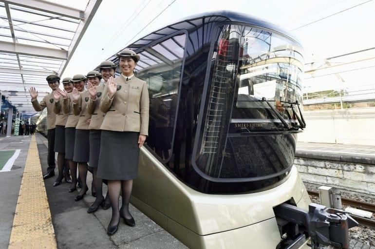 n luxurytrain a 20161207 770x511 - Shiki-Shima Cel mai luxos tren din Japonia