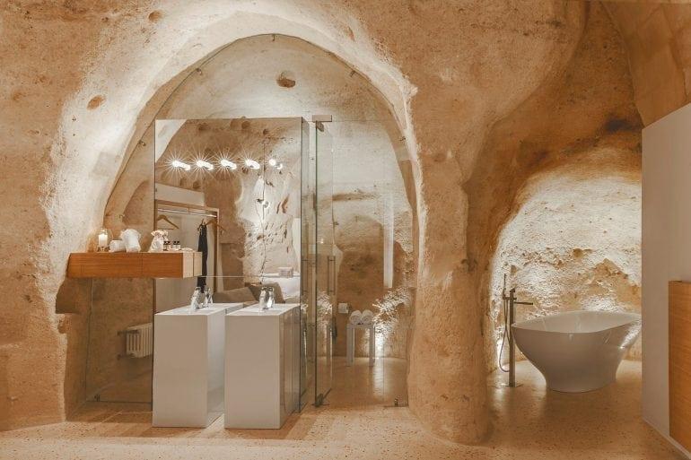 sassi matera grotte hotel la dimora di metello 10 770x513 - O peșteră preistorică a fost transformată într-un hotel de lux