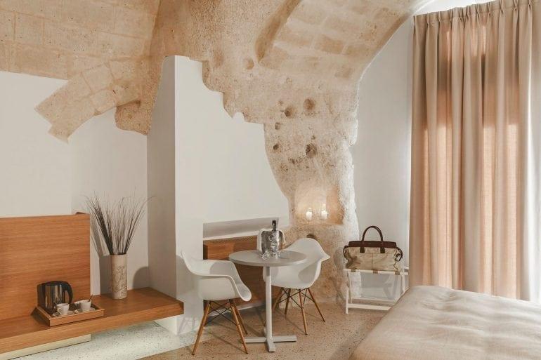 sassi matera grotte hotel la dimora di metello 14 770x513 - O peșteră preistorică a fost transformată într-un hotel de lux