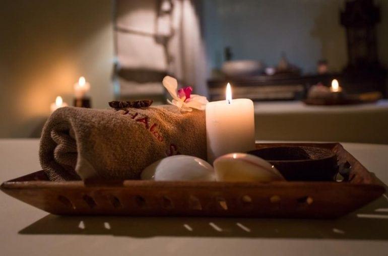 Masaj cu scoici resize 770x508 - 3 masaje asiatice care îți fac mai ușoară întoarcerea la birou