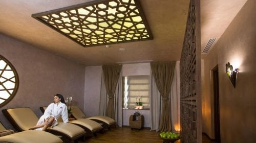 3 masaje asiatice care îți fac mai ușoară întoarcerea la birou