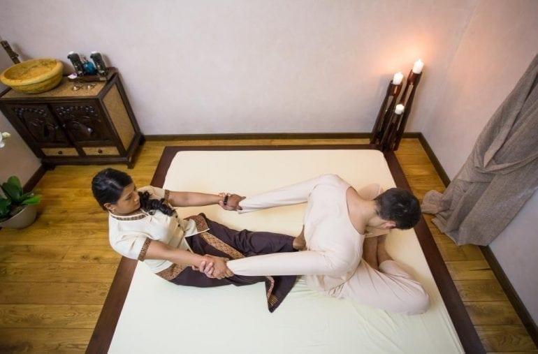 thai massage resize 770x507 - 3 masaje asiatice care îți fac mai ușoară întoarcerea la birou