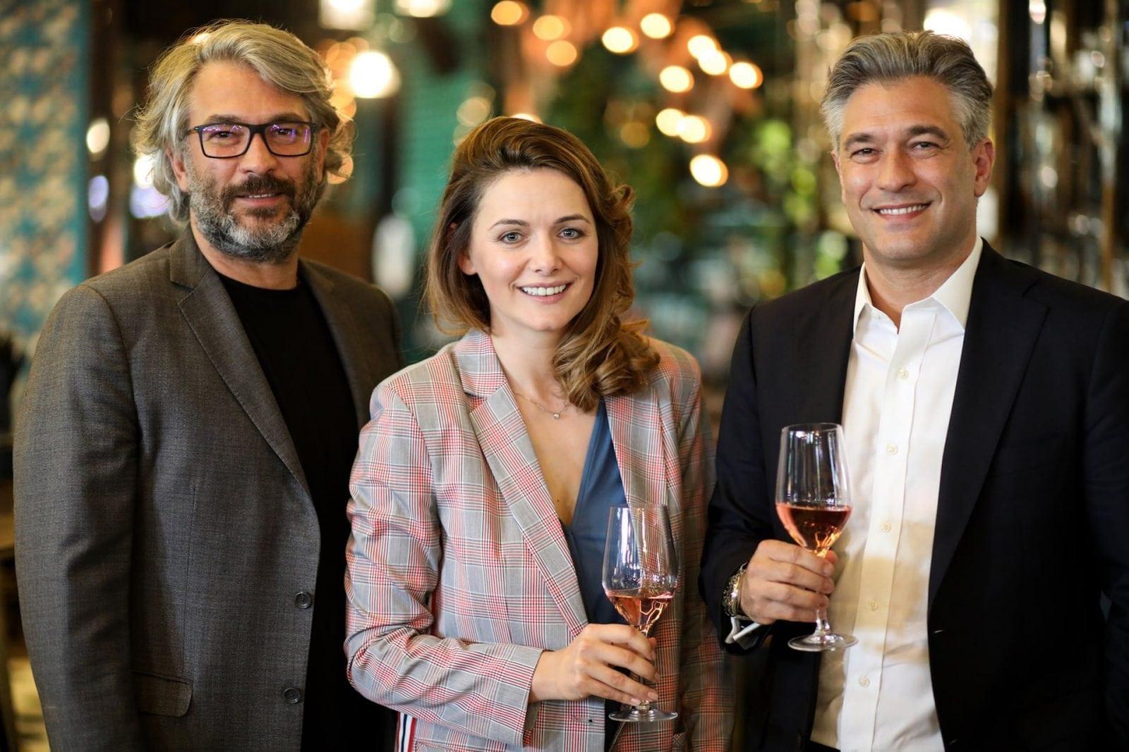 1 Organizatori RO WIne Marinela Ardelean Liviu si Mihai Popescu - Descoperă arta vinului, la RO-Wine, alături de Cornel Ilie și Virgil Ianțu!  Workshopuri, o bursă RO-Wine, dar și o secțiune VIP, printre noutățile ediției din 19 și 20 mai 2018!