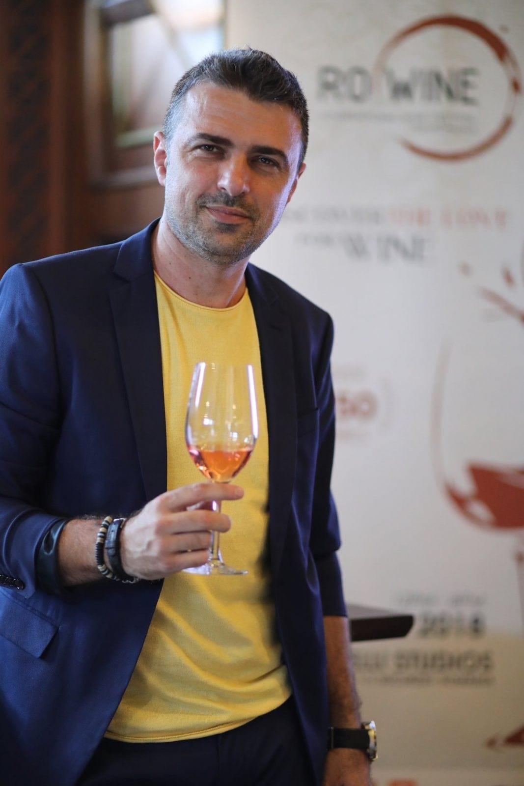 2 Cornel Ilie ambasador RO Wine - Descoperă arta vinului, la RO-Wine, alături de Cornel Ilie și Virgil Ianțu!  Workshopuri, o bursă RO-Wine, dar și o secțiune VIP, printre noutățile ediției din 19 și 20 mai 2018!