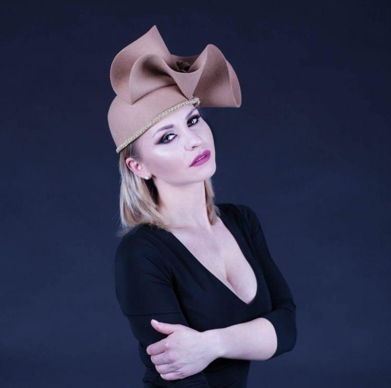IMG 7399 taiata 2 770x763 - Pălării regale, la ChrisLady Design by Cristina Dumitru Moroianu