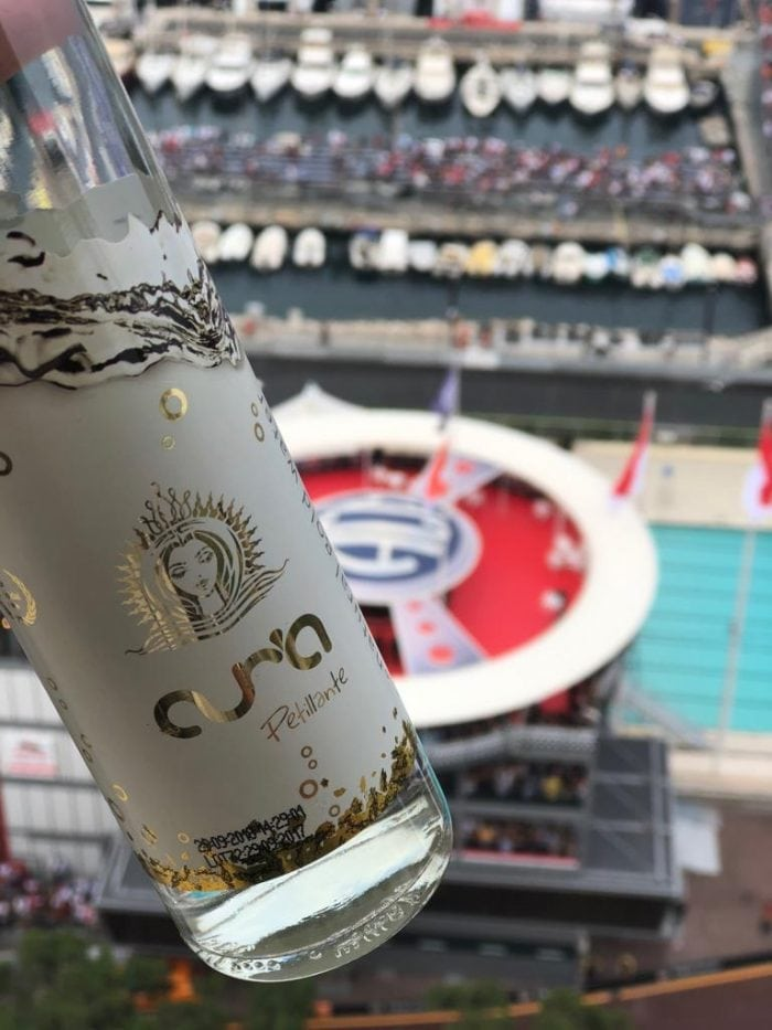Unii dintre cei mai înstăriți oameni din lume care au urmărit live Grand Prix Monaco, dar și vedetele de la Festivalul de film de la Cannes, au băut apă românească