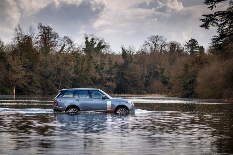 RR SWB PHEV 096 770x513 - Lux, rafinament și mulți cai-putere pentru noile SUV-uri Range Rover