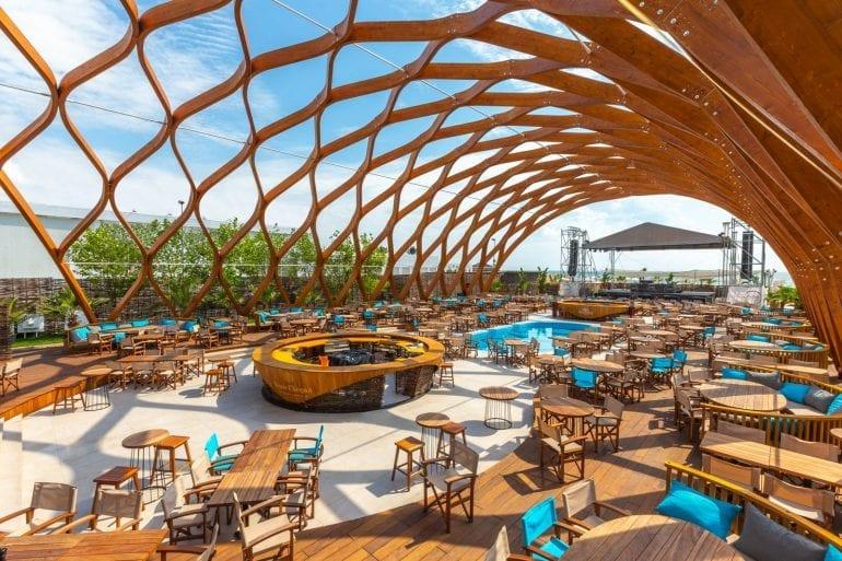 1DX 4809 770x513 - Finisaje SSAB în designul spectaculos al celui mai scump club din Mamaia