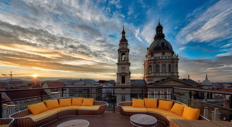 Aria Hotel Budapest High Note Sky Bar 841311 770x421 - Cele mai spectaculoase rooftop-uri din lume