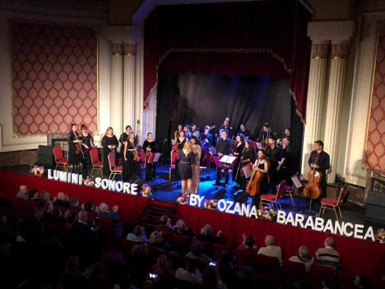 4e9294e8 41a2 4586 9851 94b66dfd0df9 770x578 - Muzică fără anotimp - Spectacol muzical Ozana Barabancea și Lumini Sonore Orchestra