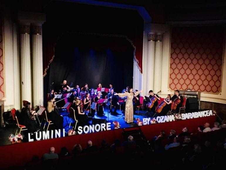722d90f0 536e 4057 8cd3 c00fbfe2af15 770x578 - Muzică fără anotimp - Spectacol muzical Ozana Barabancea și Lumini Sonore Orchestra