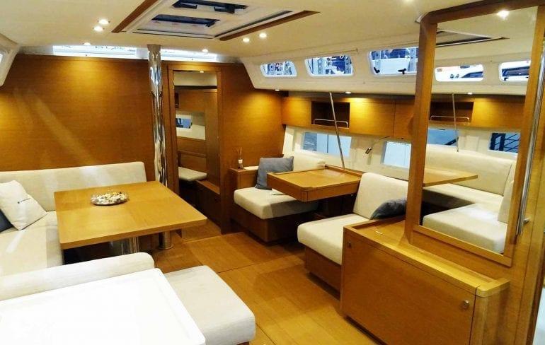 07 Grand Soleil 46LC Saloon 770x488 - Grand Soleil 46 Long Cruise