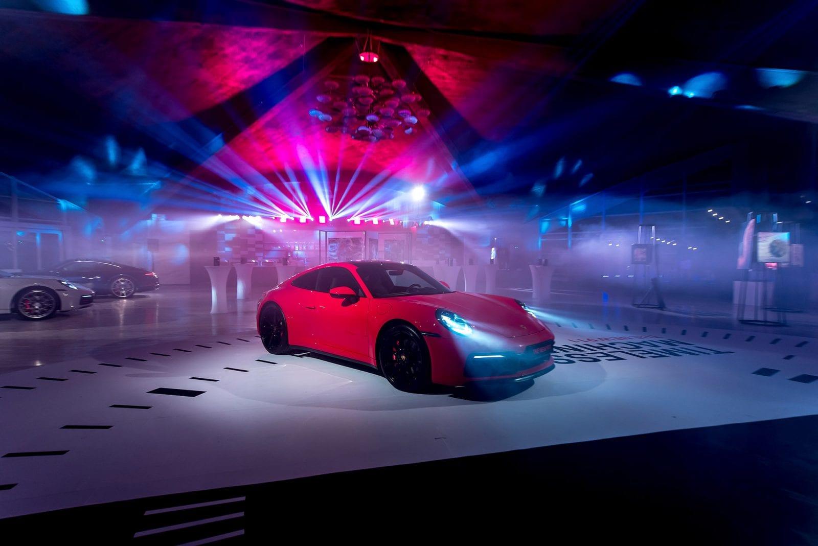 911... 72 - Noul Porsche 911 – o mașină sport high-tech, cu design emblematic