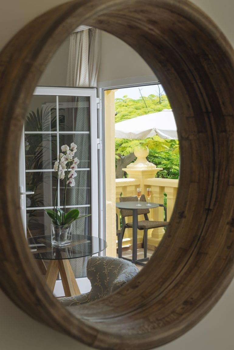 Casas Ducales Suite vistas jardin baja 10 770x1153 - La exclusivistul resort Bahía del Duque, timpul stă în loc