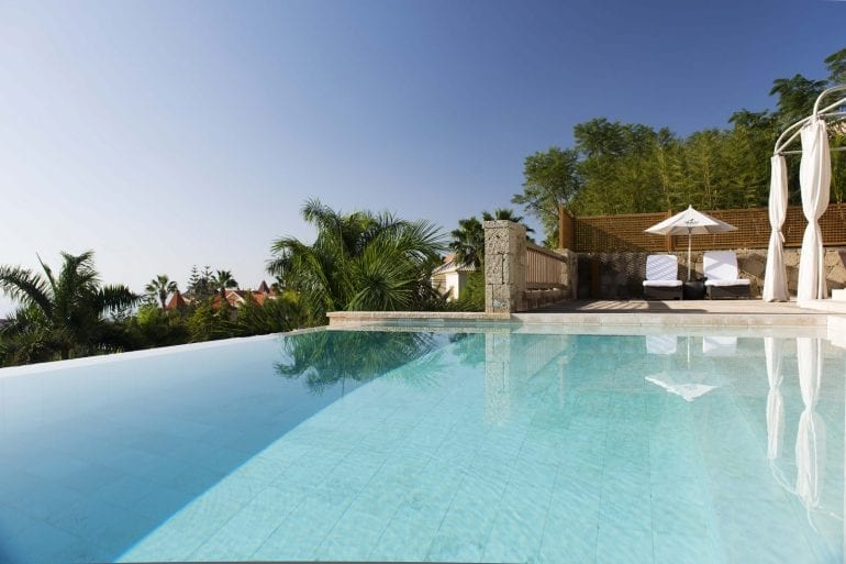 Las Mimosas 3 770x513 - La exclusivistul resort Bahía del Duque, timpul stă în loc