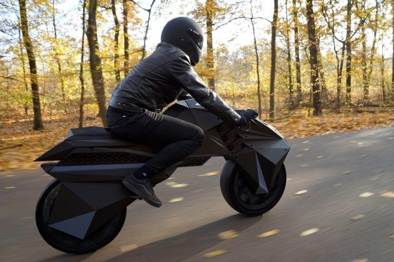 NERA bike forest 770x513 - Premieră mondială: Nera, motocicleta electrică cu piese scoase la imprimanta 3D