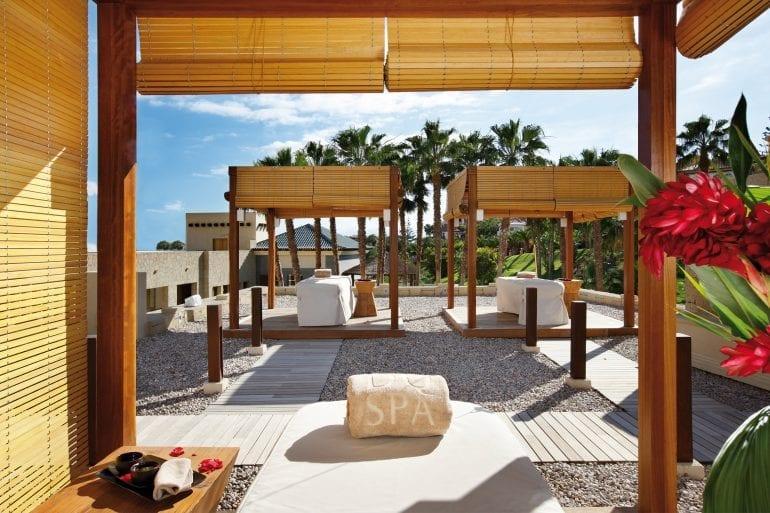 Spa Cabinas Exteriores 770x513 - La exclusivistul resort Bahía del Duque, timpul stă în loc
