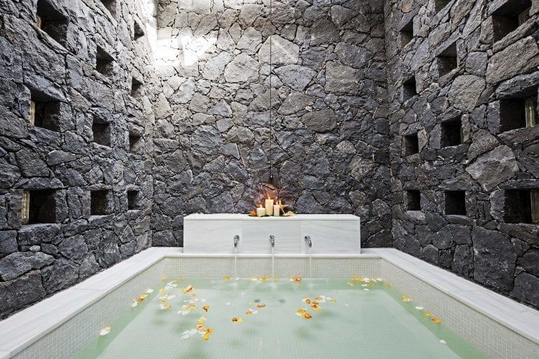 Villa Las Palmeras 2 770x513 - La exclusivistul resort Bahía del Duque, timpul stă în loc