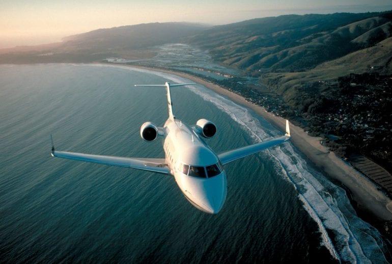 World Most Famous Celebrities Travel 4 770x518 - Un Bombardier de lux BD-700 Express