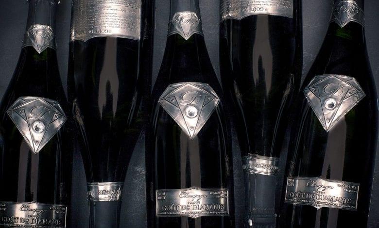 Cea mai scumpă sticlă  de șampanie în 2018 – 2013 Taste of Diamonds:  2,07 milioane de dolari