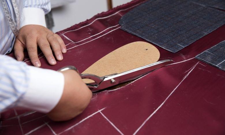 Diferența dintre costumul bespoke și costumul made-to-measure, la SARTO