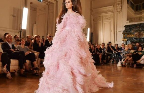 Valentino pregătește noul couture show în Beijing