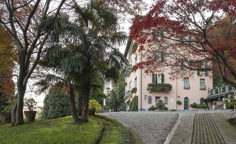 Vila impresionantă cu 50 de camere a Donatellei Versace din nordul Italiei