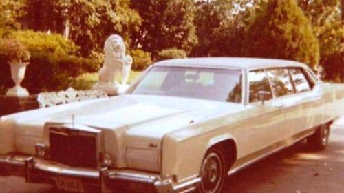 Limuzina personală și un Harley Davidson aparținând lui Elvis Presley, scoase la licitație