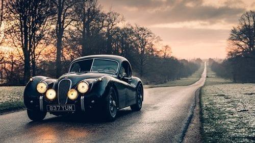 Un startup a transformat un Jaguar luxos din 1953 într-un bolid electric
