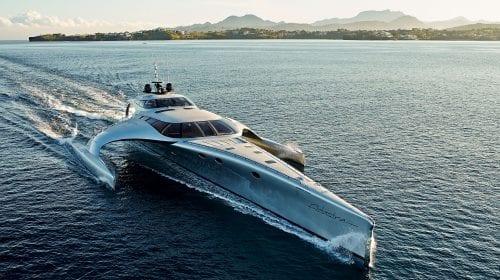 Trimaranul Adastra, scos la vânzare pentru 12 milioane de dolari, după ce a traversat oceanele