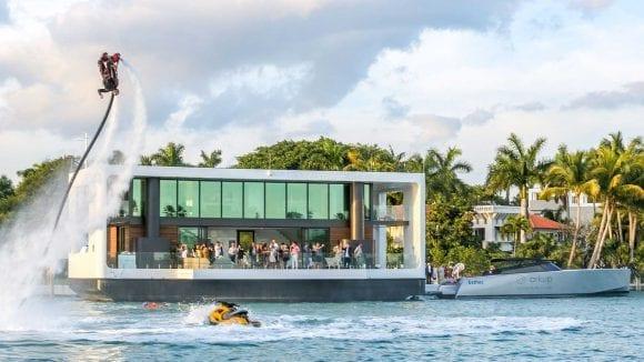 ARKUP a transformat iahtul într-o locuință luxoasă plutitoare