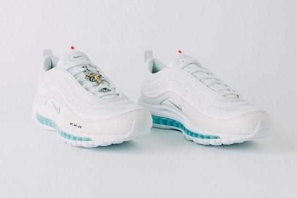 MSCHF prezintă primii pantofi sport care conțin apă sfințită