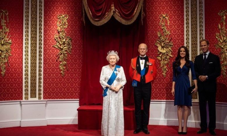 Figurile din ceară ale prinţului Harry şi soţiei lui, separate de familia regala la Madame Tussauds