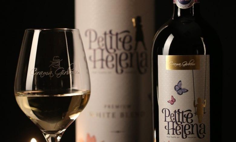Petite Helena, vinul care începe cu inocență, zâmbete și fluturi!