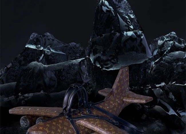 O geantă de mână Louis Vuitton care are forma unui avion se vinde cu suma de 39.000 de dolari