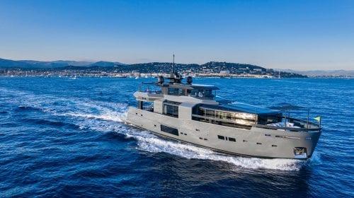 La bordul yacht-ului Arcadai Sea Coral 2 se găsesc 15 mărci de design italiene. Cum arată acesta