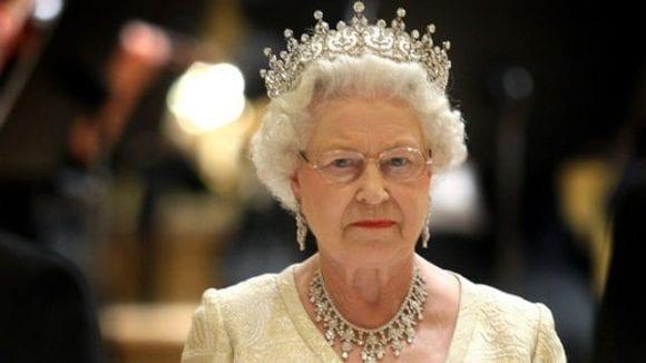 Un Nintendo Wii placat cu aur de 24K, aparținând reginei Elisabeta, este la vânzare pentru 300.000 de dolari