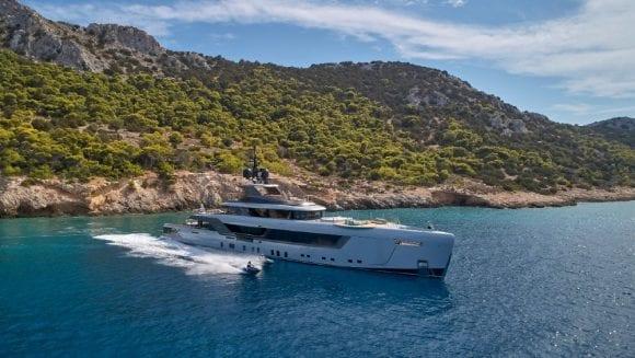 Giorgio Armani investește într-un constructor italian de superyachturi