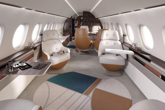 Jetul Dassault Falcon 10X are cea mai mare cabină din clasa sa: un dormitor, o baie cu duș complet și un sistem de circulație a aerului
